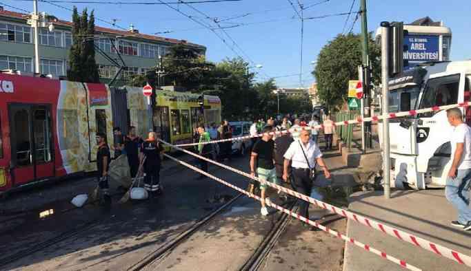Son dakika: İstanbul'da su tankeri tramvaya çarptı: Seferler aksadı