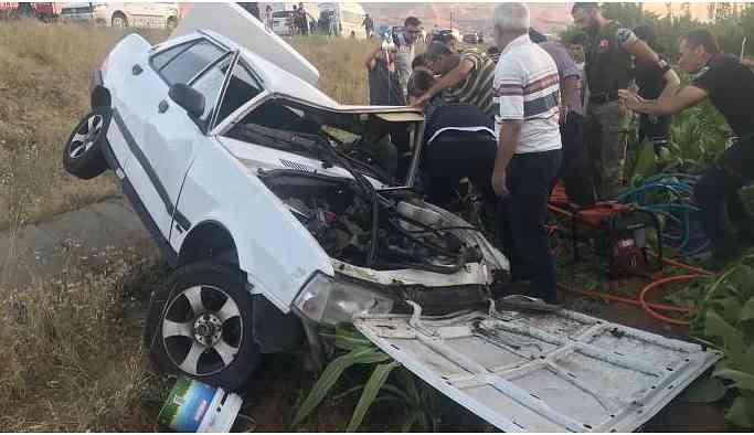 Taklalar atan araçtaki baba ve oğlu ağır yaralandı