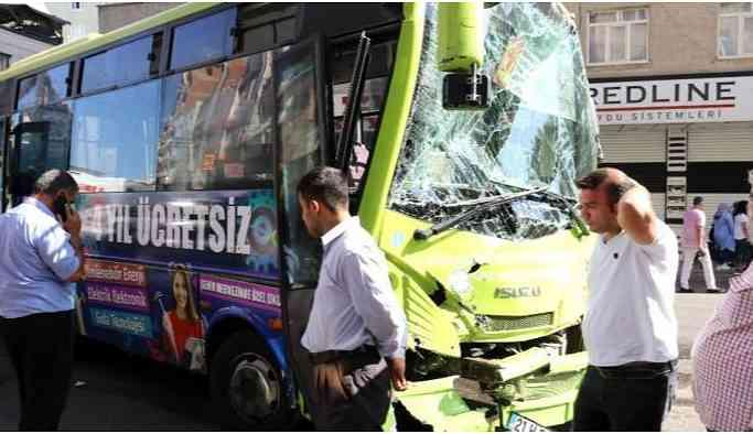 Yolcu otobüsü ile iş makinası çarpıştı: Çok Sayıda Yaralı!