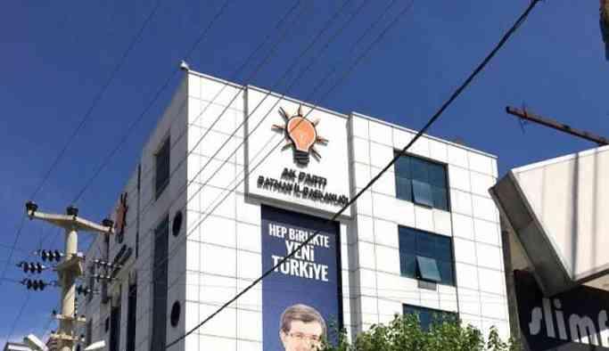 AKP binası önündeki işçi eylemine müdahale: Gözaltılar var