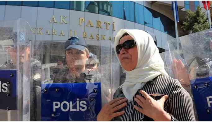 AKP il binaları önünde eylemler yayılıyor