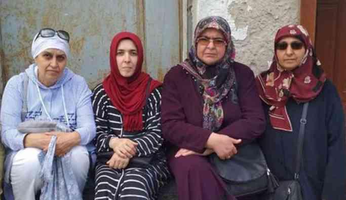 Bir 'mağdur anneler' eylemi de AKP İl binası önünde başladı!