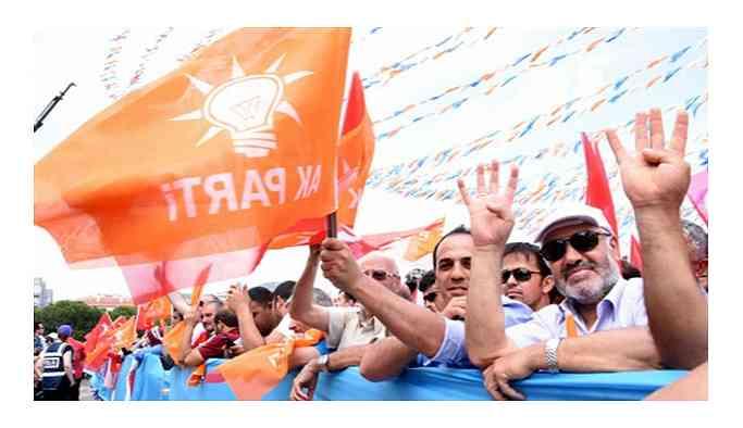 Davutoğlu'nun ardından AKP'de istifalar başladı