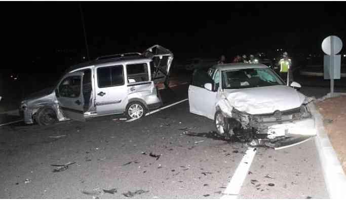 Elazığ'da iki araç çarpıştı: Çok sayıda yaralı