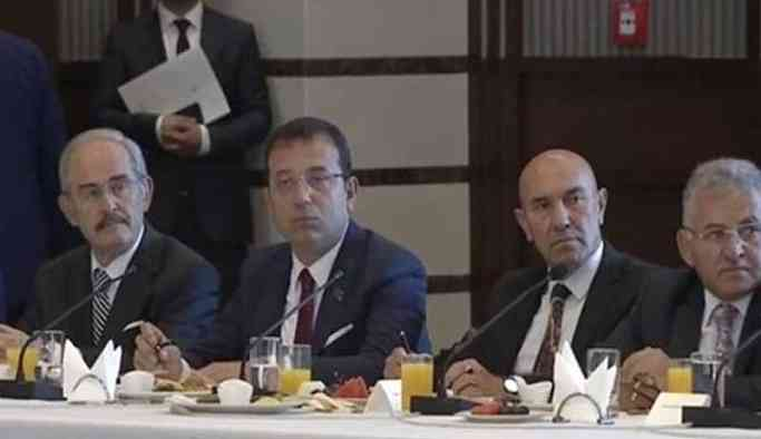 İmamoğlu'nun oturduğu sandalye kırıldı, Erdoğan 'biz yapmadık' dedi
