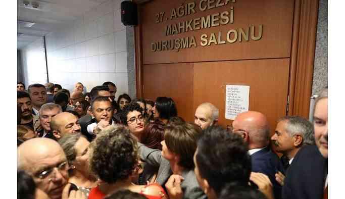 'Kararlar duruşma salonlarında değil Saray odalarında alınıyor'