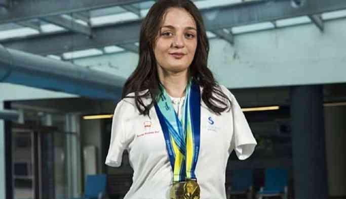 Paralimpik Yüzme Şampiyonası'nda dünya ikincisi oldu