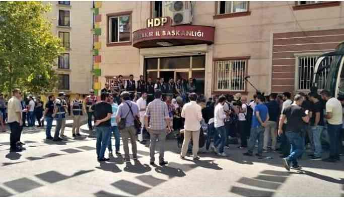 Polis aileleri emniyete çağırıyor: Gidin HDP önünde eyleme katılın
