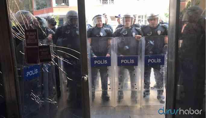 Diyarbakır'da polis iş makinesiyle HDP'nin kapısına dayandı