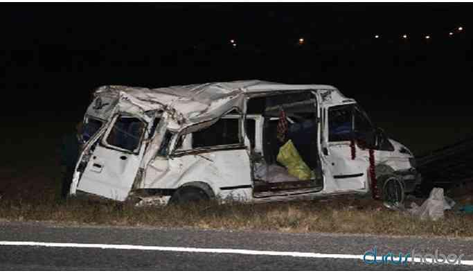 Niğde'de tarım işçilerini taşıyan minibüs kaza yaptı