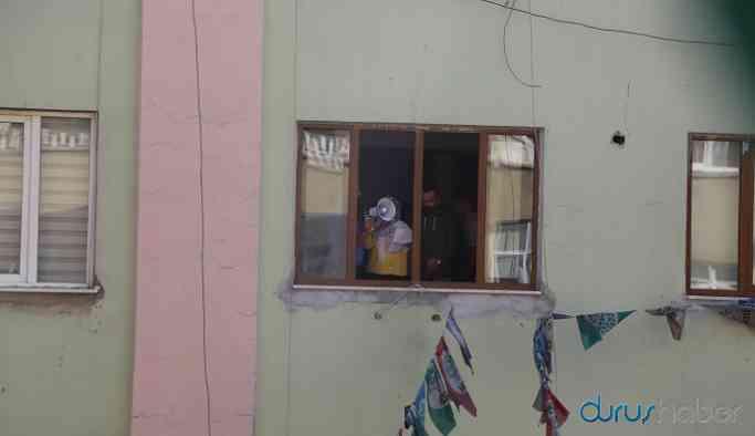 Polis savaş karşıtı açıklamayı engelledi: Açıklama pencereden yapıldı