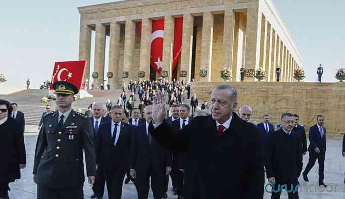Atatürk, Anıtkabir'de anıldı