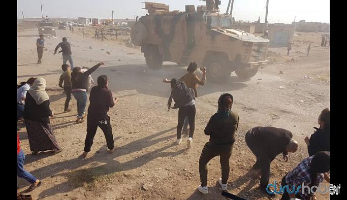 Kobani'deki ortak devriye sırasında TSK araçları taşlandı
