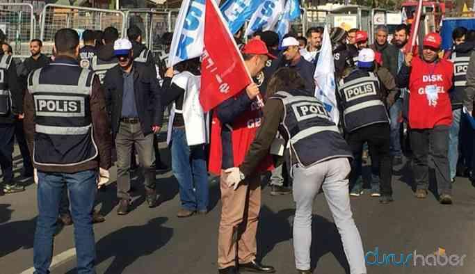 Diyarbakır'da kayyum pankartına engel