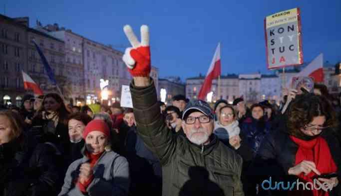 Hükümet yargıya müdahale edince Polonya halkı sokağa döküldü