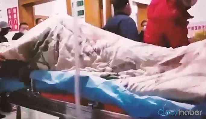 Video   Corona virüsü bulaşan hastanın kriz anı! İşte dehşet veren görüntü!