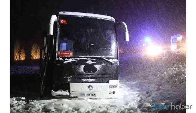 Sivasspor altyapı oyuncularını taşıyan otobüs kaza yaptı: Yaralılar var
