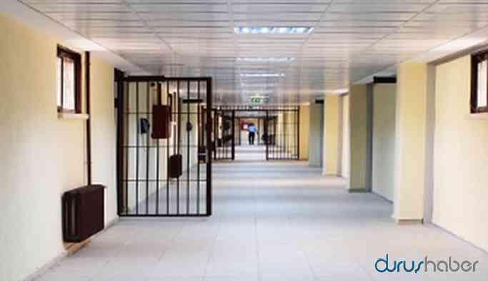Siyasi mahkumların boyunlarına 'terör kartı' asılması isteniyor