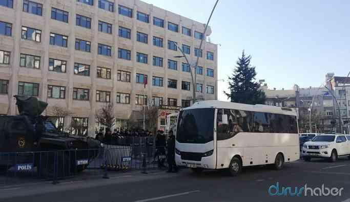 HDP'li 4 belediyeye kayyım atandı, eşbaşkanlar gözaltına alındı
