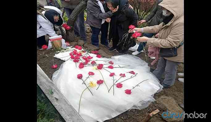 Grup Yorum üyesi Helin Bölek'in cenazesi yıkanmadan defnettirildi