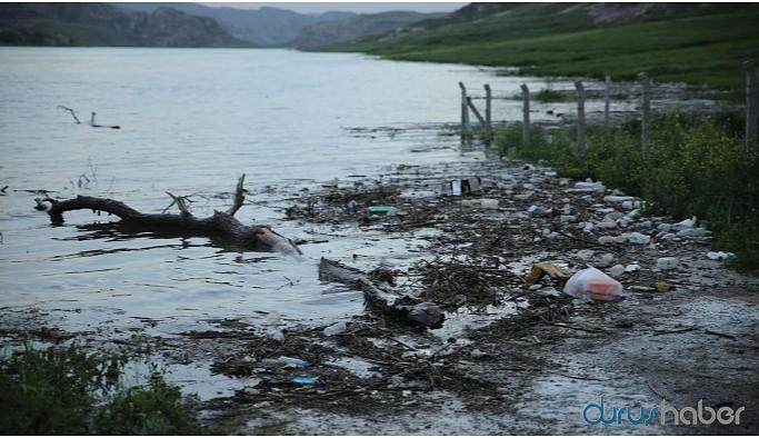 Tarihi yok eden baraj 'çöp deryasına' dönüştü