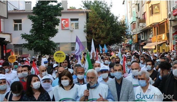 Kadıköy'den seslendiler: Siz darbe yaptıkça biz sokakta olacağız