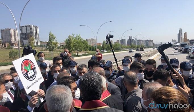 """""""Savunma Yürüyüşü""""ne polis barikatı"""