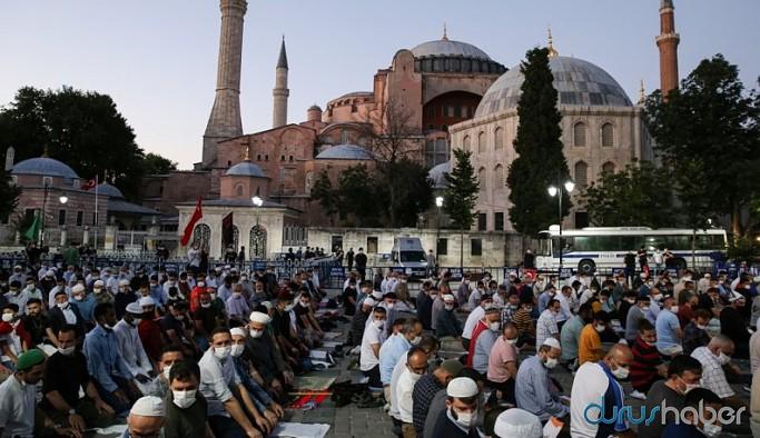Ayasofya'da ilk namaz tartışması: 'Namaza davet'ten 'davetli namaz'a dönüştü