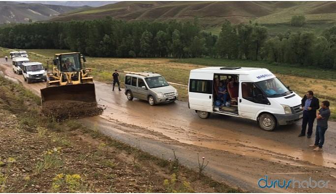 Başkale'de sağanak nedeniyle yollar kapandı