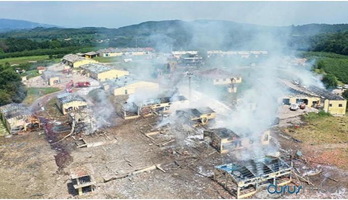 Havai fişek fabrikasında enkaz kaldırılıyor: 3 kişi aranıyor