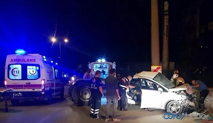 Otomobil beton direğe çarptı: 3 ölü, 1 yaralı