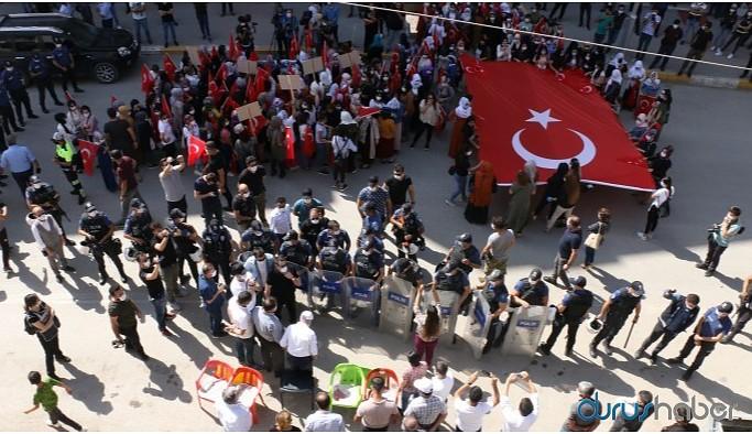 AKP'li bir grup kadın orman yangınına karşı eylemi protesto etti