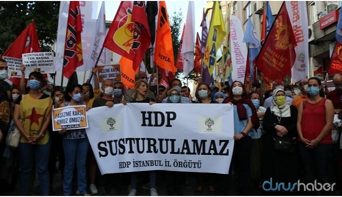 Kadıköy'de yüzlerce kişi HDP'ye sahip çıktı