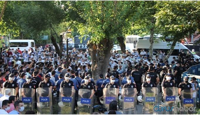 Polisten 'insan zincirine' engelleme: Bu topraklara barışı getireceğiz