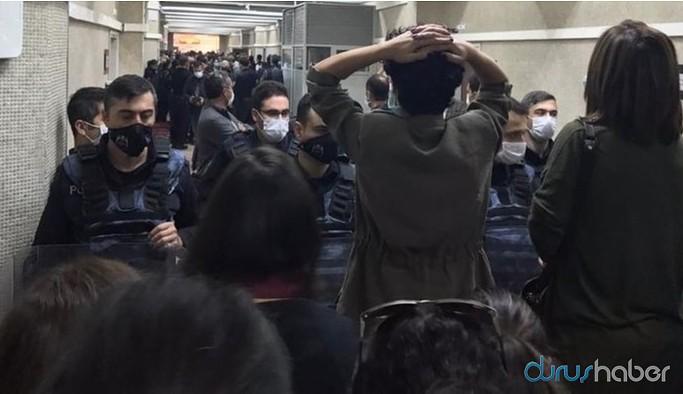 Gözaltındaki 17 siyasetçi tutuklandı: Karar sonrası adliye içinde HDP'lilere ve avukatlara polis saldırısı