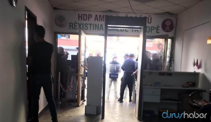 Diyarbakır'da HDP'nin il ve ilçe binalarına baskın