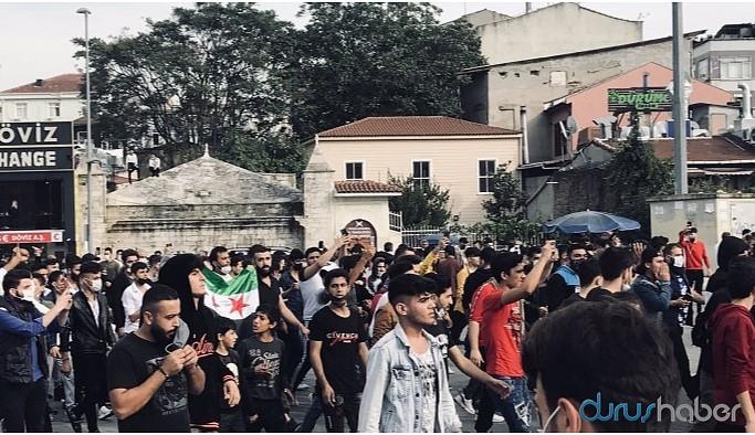 İstanbul'da bir grup ÖSO bayraklarıyla yürüyüş yaptı