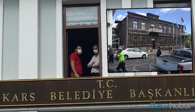 Kayyım kararının ardından Kars Belediyesi'nde hareketli dakikalar