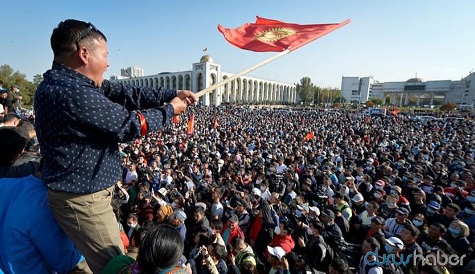 Halk sokağa döküldü, Kırgızistan seçimleri iptal edildi