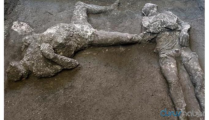 Pompei'de küllerle kaplı iki insan bedeni bulundu