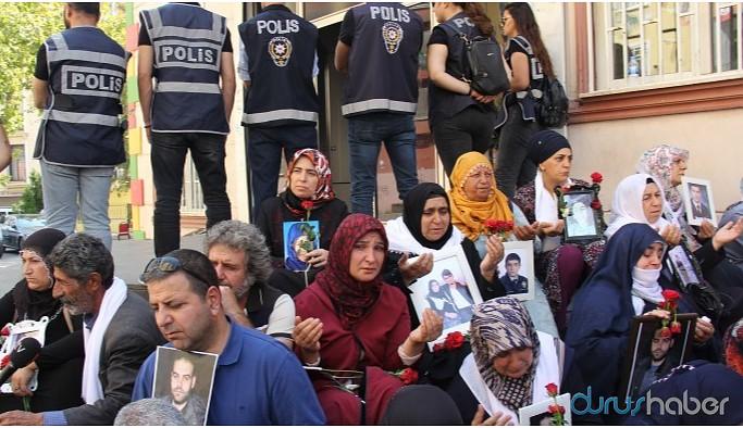 HDP binası önünde devlet tiyatrosu!