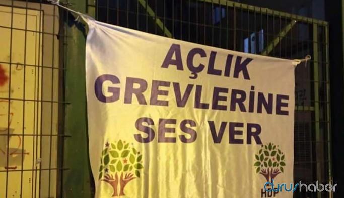 HDP'nin ilçe binalarına pankart baskını