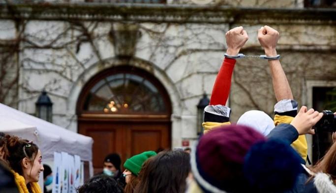 Avukatlardan Boğaziçili öğrencilere destek: Hukuksuzluk karşısında aşağı bakmayacağız