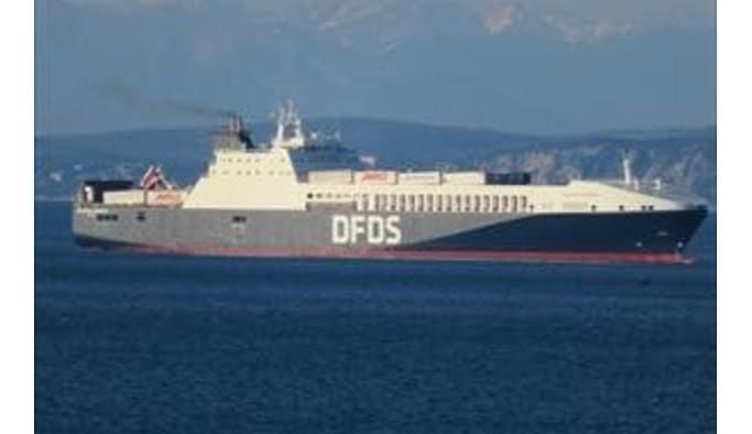 Çanakkale açıklarında içinde 220 araç olan gemide yangın
