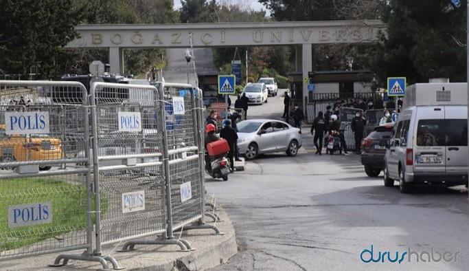 Polis, Boğaziçi Üniversitesi önünde GBT sorgusu yapıyor