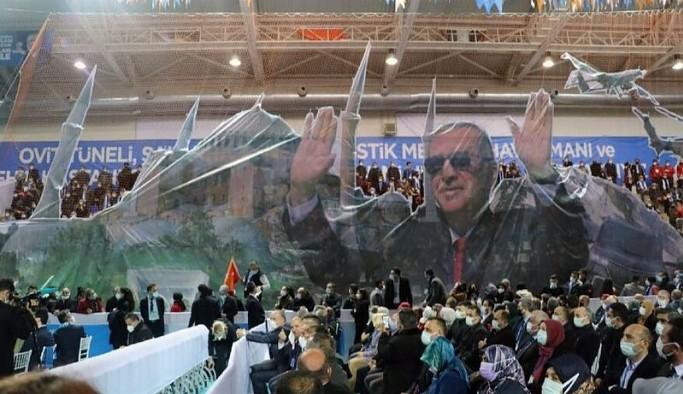 'Salgında lebaleb kongre yapıyoruz' diyen Erdoğan'a tepki: Sağlıkçılar boşuna uğraşıyor