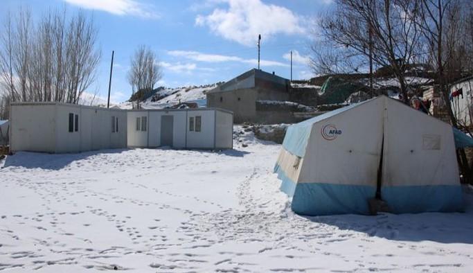 Verilen sözler yine tutulmadı: Depremzedeler bir yıldır çadırlarda yaşıyor