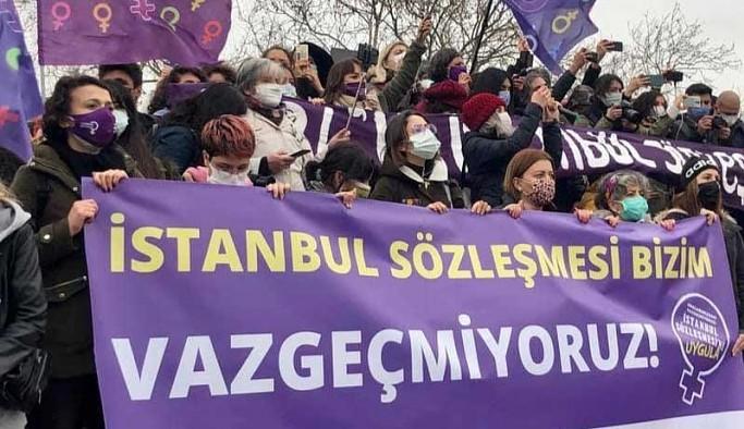 Kadıköy'de bir araya gelen kadınlara polis müdahale etti