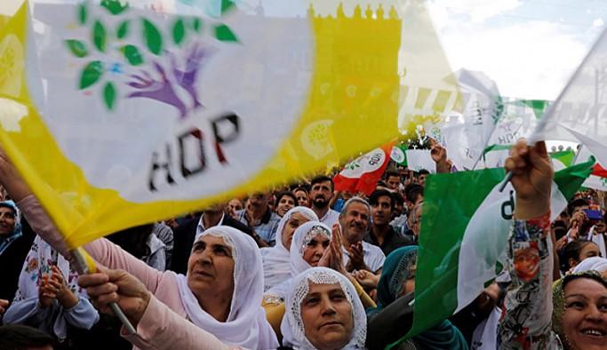 Selvi: AK Parti'de HDP'ilerin dokunulmazlıklarının kaldırılması konusunda toptancı bir yaklaşım var