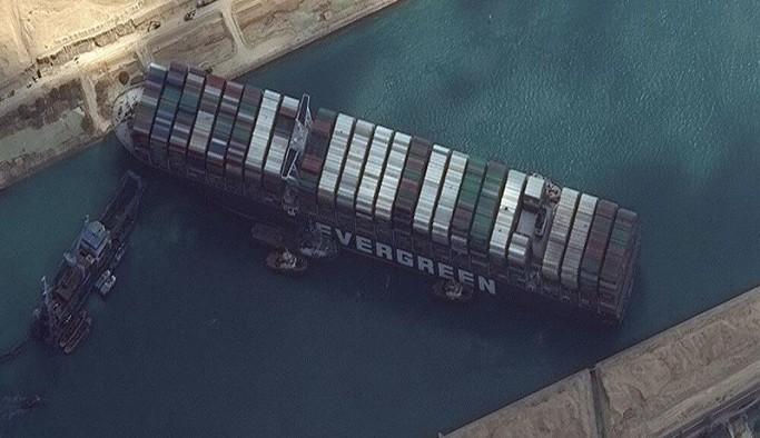 Süveyş Kanalı'nı tıkayan gemi günler sonra kurtarıldı